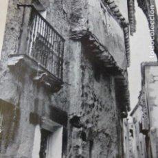 Coleccionismo: SEPULVEDA SEGOVIA UNA CALLE ANTIGUA LAMINA HUECOGRABADO AÑOS 20. Lote 204094858