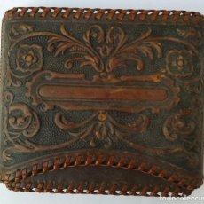 Coleccionismo: PETILLERA DE PIEL REPUJADA Y LABRADA PARA TABACO. Lote 205556320