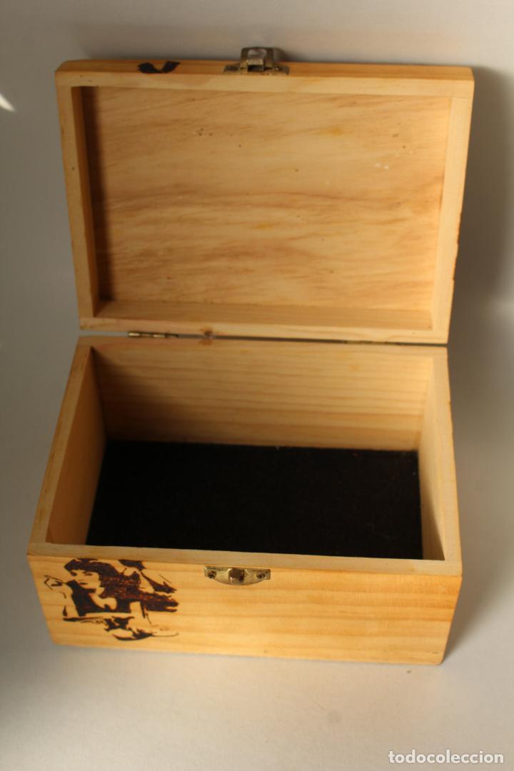 Coleccionismo: caja madera pirograbada pulp fiction - Foto 2 - 205880415
