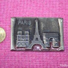 Coleccionismo: PARÍS (FRANCIA) * PIEZA ESCENA MONUMENTOS MINI METAL * IMÁN CIUDAD EUROPEA * TENGO OTROS DIFERENTES. Lote 207120218