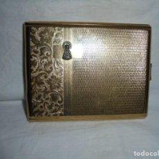 Coleccionismo: ANTIGUA PITILLERA DORADACON LA VIRGEN DE COVADONGA. Lote 213343380