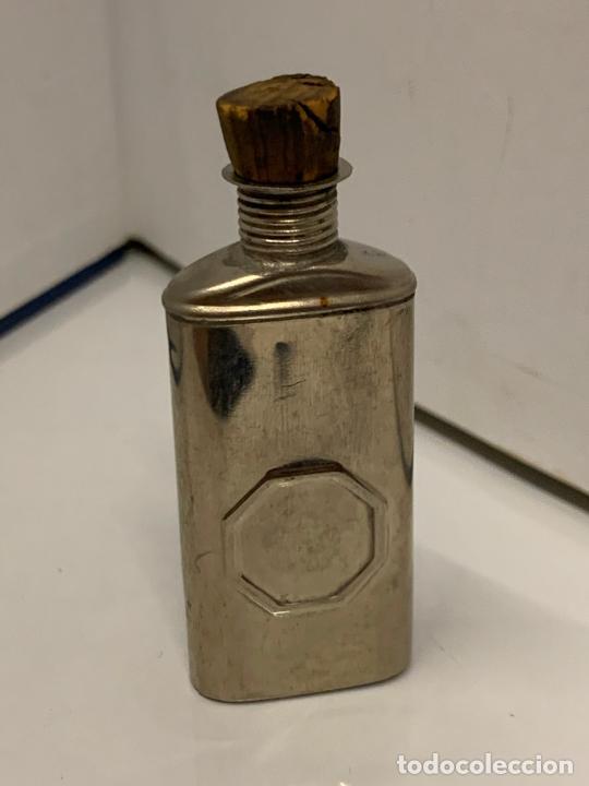 Coleccionismo: antigua botella metalica porta-aceite, o aceitera, Pat.feb.18.1896, muy curiosa. mide 6cms de altura - Foto 6 - 213645350
