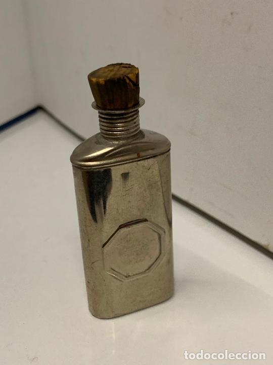 Coleccionismo: antigua botella metalica porta-aceite, o aceitera, Pat.feb.18.1896, muy curiosa. mide 6cms de altura - Foto 7 - 213645350