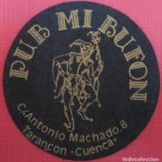 Coleccionismo: POSAVASOS - PUB MI BUFON, TARANCON (CUENCA) - AÑOS 80. Lote 214017238