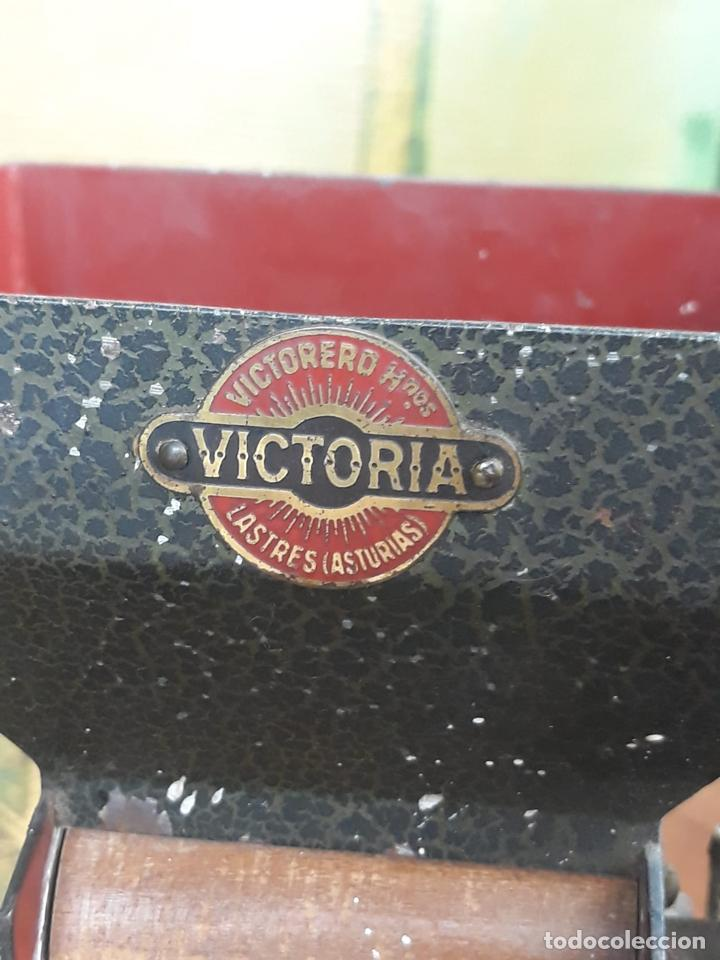 Coleccionismo: Maquina de liar cigarrillos tabaco VICTORIA - Foto 3 - 215938265