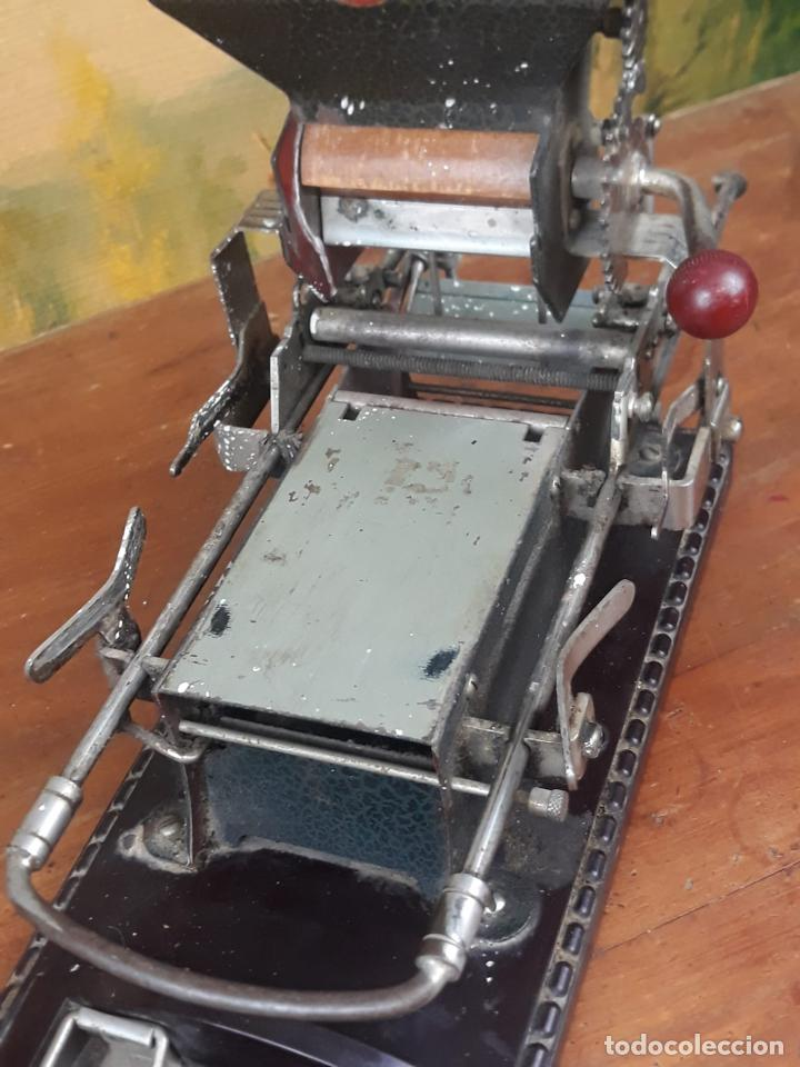 Coleccionismo: Maquina de liar cigarrillos tabaco VICTORIA - Foto 4 - 215938265