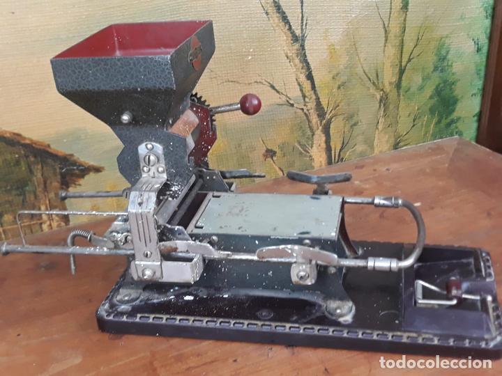 Coleccionismo: Maquina de liar cigarrillos tabaco VICTORIA - Foto 8 - 215938265