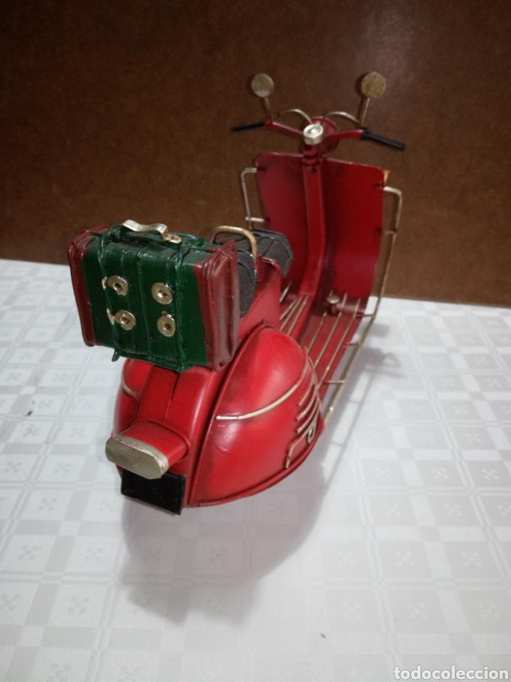 Coleccionismo: Bonita moto vespa de chapa muy antigua a escala - Foto 3 - 216719751
