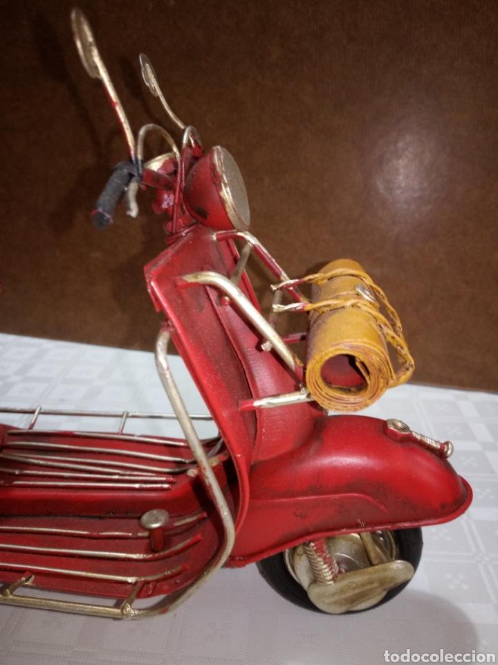 Coleccionismo: Bonita moto vespa de chapa muy antigua a escala - Foto 4 - 216719751