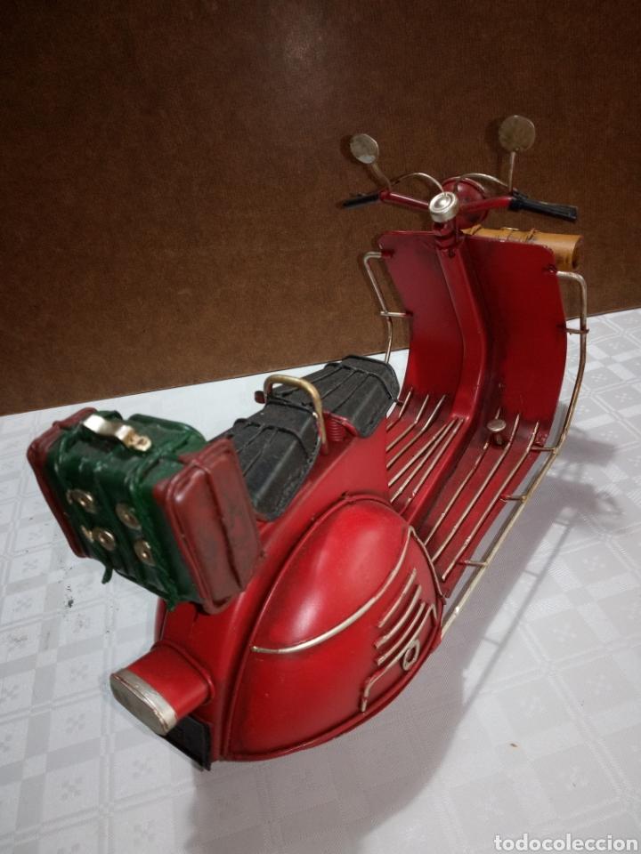Coleccionismo: Bonita moto vespa de chapa muy antigua a escala - Foto 5 - 216719751