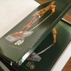 Coleccionismo: CAJA REVISTA CATÁLOGO 80 ANIVERSARIO BRITISH AMERICAN TOBACO 1986 NEDERLAND PAISES BAJOS. 100 PÁGS.. Lote 217933325