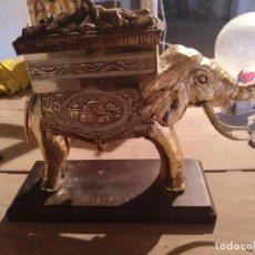 Coleccionismo: TABAQUERA ELEFANTE DE PASTA. AÑOS 50. Lote 218370887