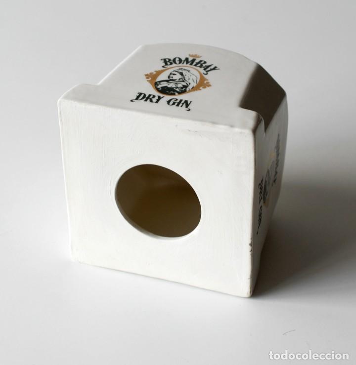 Coleccionismo: Pedestal de cerámica para botella, publicidad Bombay Dry Gin Hueco, mide 10,5 cm de alto y 12,5x12,5 - Foto 4 - 218398867