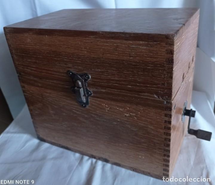 Coleccionismo: Antiguo telefono de campaña o celador standar electrica. madrid. fabricado en españa año 1920 - Foto 2 - 218472627