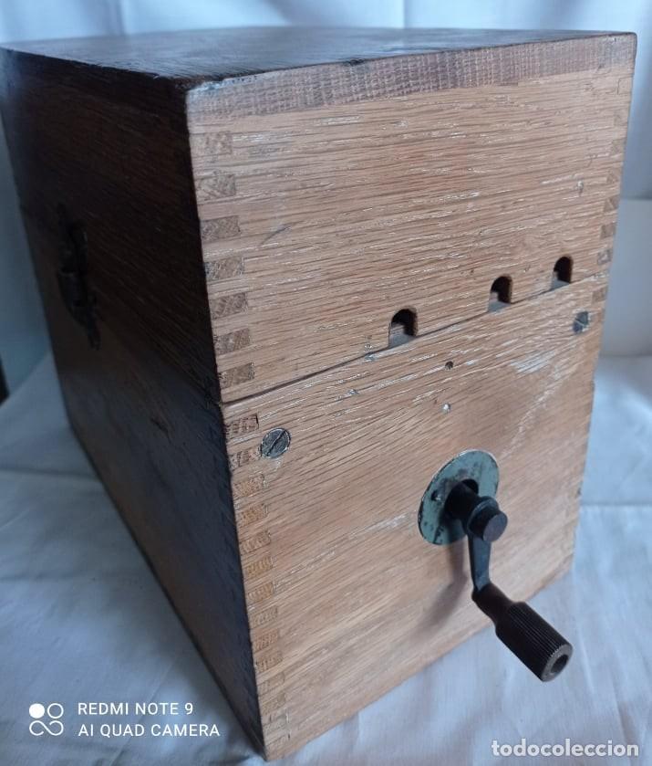 Coleccionismo: Antiguo telefono de campaña o celador standar electrica. madrid. fabricado en españa año 1920 - Foto 7 - 218472627