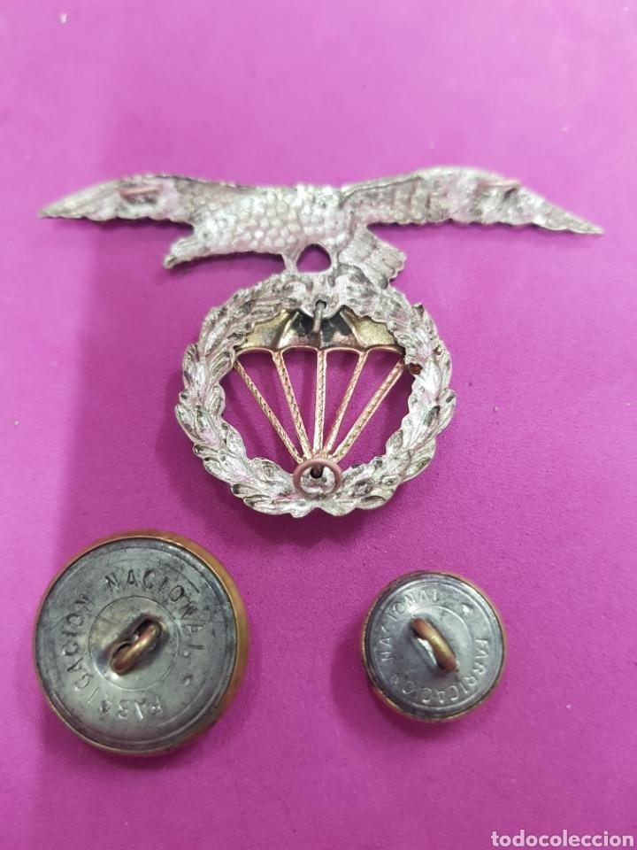 Coleccionismo: Insignia de Ejército del Aire,.Paracaidismo y dos botones de bronce - Foto 2 - 219298506