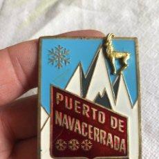Coleccionismo: ANTIGUO IMPERDIBLE-CHAPA DEL PUERTO DE NAVACERRADA. Lote 219305813