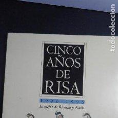 Coleccionismo: CARPETA CON 25 LÁMINAS DE RICARDO Y NACHO (CINCO AÑOS DE RISA). EDITADAS POR EL MUNDO. Lote 219707932
