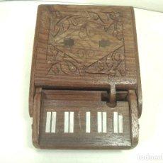 Coleccionismo: CURIOSA PITILLERA MADERA - TIPO PIANO - DISPENSADOR DE CIGARROS DE MESA-TABACO TABAQUERA-VER VIDEO. Lote 221740478