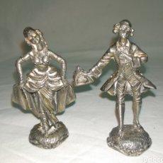 Coleccionismo: PAREJA FIGURAS ROMÁNTICA PLATEADAS. Lote 222255080