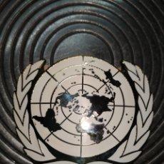 Coleccionismo: DISTINTIVO DE BOINA ONU CON ESMALTE BLANCO.. Lote 286901983