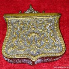 Coleccionismo: CARTUCHERA. BRONCE CINCELADO. ESPAÑA. SIGLO XVIII-XIX. Lote 228108125