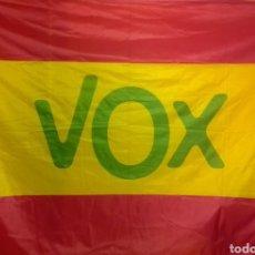 Coleccionismo: BANDERA DE VOX EXTRAGRANDE. Lote 230674235