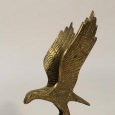 Coleccionismo: PISAPAPELES AGUILA DE BRONCE. Lote 234156170