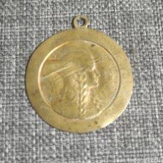 Coleccionismo: COLGANTE MONEDA ANTIGUA DE COBRE. Lote 240490590