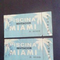 Coleccionismo: DOS ENTRADAS PISCINA MIAMI. INVITACIÓN.. Lote 245201525