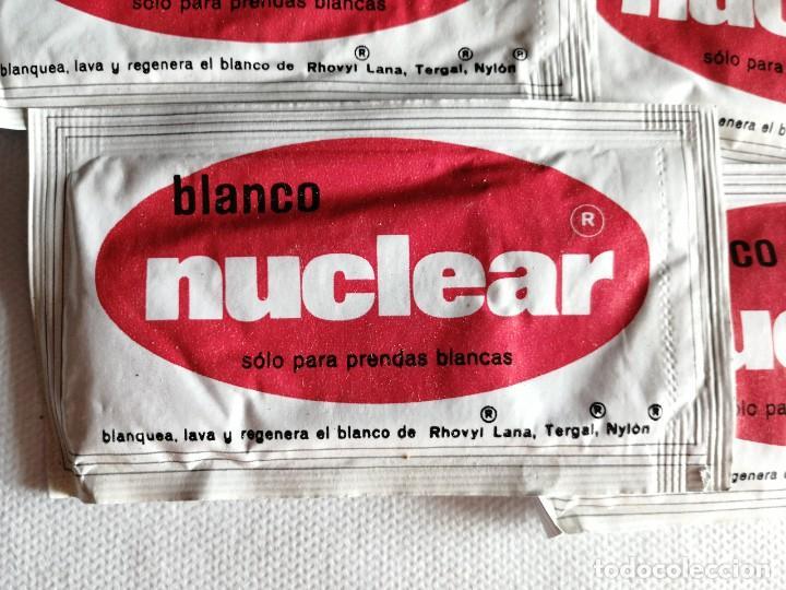 Coleccionismo: Lote de 4 sobres antiguo detergente blanco nuclear, con contenido. 19g. Medidas 12x6,5cm - Foto 2 - 254094410
