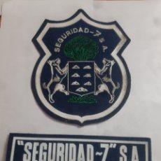 Collezionismo: 2 EMBLEMAS AZUL VIGILANTE DE SEGURIDAD (SEGURIDAD 7). Lote 260084910