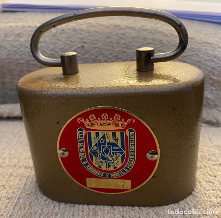 Coleccionismo: Hucha Caja General de Ahorros y M. P. de Castellón - Foto 2 - 261115205