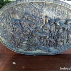 Coleccionismo: PLATO DECORATIVO EN RELIEVE MOTIVOS ROMANOS. Lote 261991630