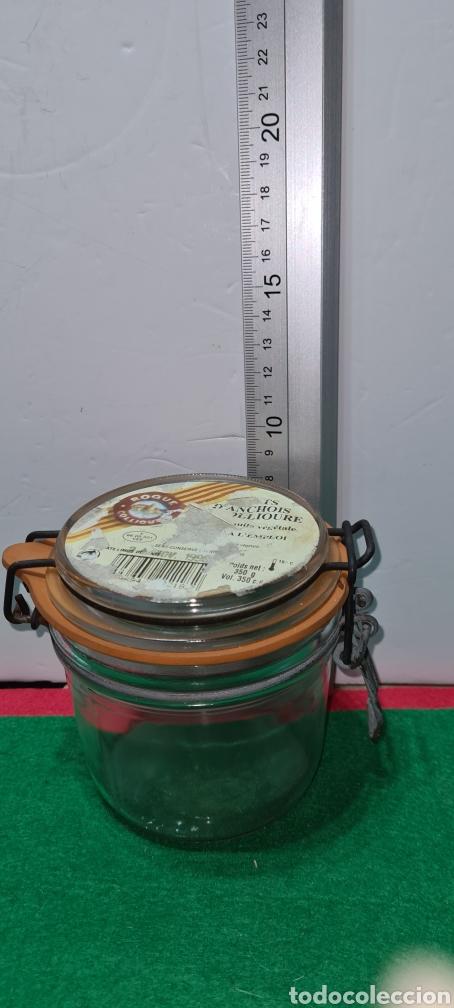Coleccionismo: Bote de cristal vintage con etiqueta comercial en la parte superior. - Foto 5 - 262372250
