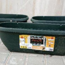 Coleccionismo: LOTE DE 3 MACETAS DE PLASTICO. BALCONIA KIT. MEDIDAS 49*16 CM.. Lote 262842775