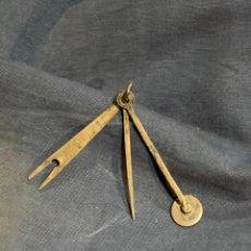 Coleccionismo: UTIL FUMADOR PIPA PLATA INGLESA BIRMINGHAM PRENSAR TABACO LIMPIADOR RASCADOR 6CMS. Lote 263123270