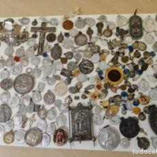 Coleccionismo: GRAN LOTE DE MEDALLAS RELIGIOSAS ANTIGUAS ( RELIGIOSO RELIGION MEDALLA. Lote 265149764