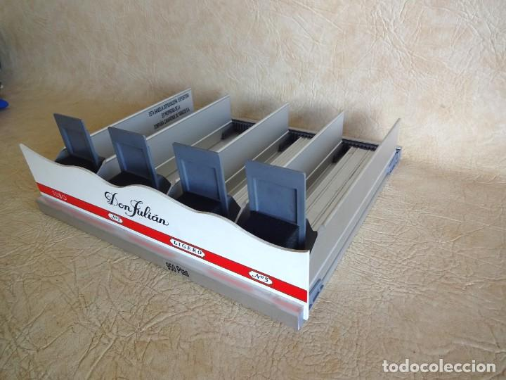 Coleccionismo: antiguo expositor cajas de tabaco don julian aluminio expendedor para estancos - Foto 3 - 268963404