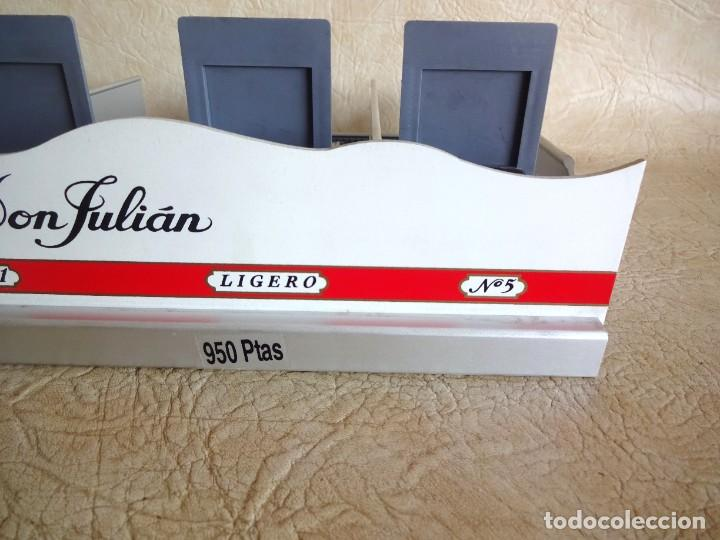Coleccionismo: antiguo expositor cajas de tabaco don julian aluminio expendedor para estancos - Foto 5 - 268963404