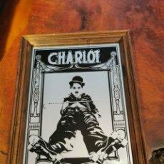 Coleccionismo: IMAGEN DE CHARLOT, CHARLES CHAPLIN EN UN CUADRO ESPEJO. MIDE 31 CM X 24 CM X 2 CM. Lote 269060338