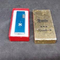 Coleccionismo: MECHERO ROBLE GAS SPARKS - CAR210. Lote 271697813