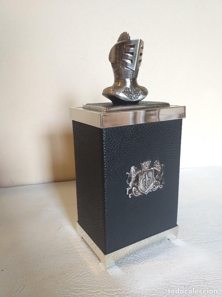 TABAQUERA CIGARRERA MUSICAL DETALLE ARMADURA MEDIEVAL (Coleccionismo - Objetos para Fumar - Otros)