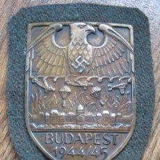 Coleccionismo: INSIGNIA DE WEHRMACHT ESCUDO DE BUDAPEST 1944, TERCER REICH , NAZI ALEMANIA ,ADOLF HITLER. Lote 277204048
