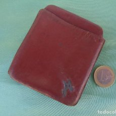 Coleccionismo: ANTIGUA PETACA DE CUERO CON INICIAL EN PLATA. Lote 278627663