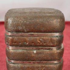 Coleccionismo: CIGARRERA DE SOBREMESA. COBRE Y METAL PLATEADO. SERRAHIMA. CIRCA 1950.. Lote 278940783