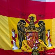 Coleccionismo: GIGANTE BANDERA ESPAÑA REGIMEN ESCUDO FRANQUISTA FRANCO ( ALMACENES RAFAEL VALLS CARTAGENA ). Lote 282074018
