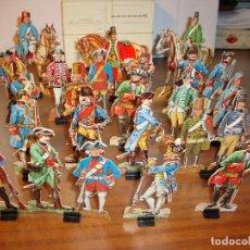Coleccionismo Recortables: ANTIGUA COLECCION DE 24 SOLDADOS DE CARTON DURO CON SOPORTE PARA MANTENERSE DE PIE. Lote 75896435