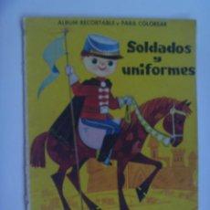 Coleccionismo Recortables: ALBUM DE RECORTABLE Y PARA COLOREAR : SOLDADOS Y UNIFORMES .. EDITORIAL FERMA . AÑOS 50 O 60.. Lote 115101103