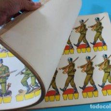 Coleccionismo Recortables: CUADERNO CON 59 LAMINAS RECORTABLES DE SOLDADOS 36 X 26 CM, RECORTES KIKI LOLO EDITORIAL ROMA 1970. Lote 134857186
